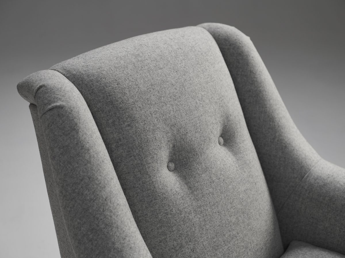 Model 2 Retro Buttoned Armchair